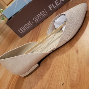 Life Stride Shoes - Brand New Nude Flats Size 8 Wide